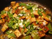 Tofu mit Zuckerschoten und Currysauce - Rezept