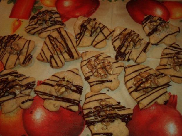 Weihnachtsplätzchen mit Ahornsirup und Walnüssen - Rezept