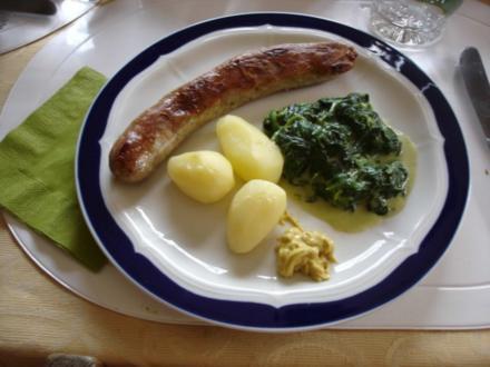 Frische Rost-Bratwurst mit Rahm-Spinat und Kartoffeln - Rezept