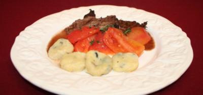Chianti-Braten mit Tomatengemüse und Oliven-Gnocchi - Rezept