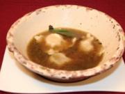 Rinderbrühe mit Maultasche, gefüllt mit Schinken, getrockneten Tomaten - Rezept