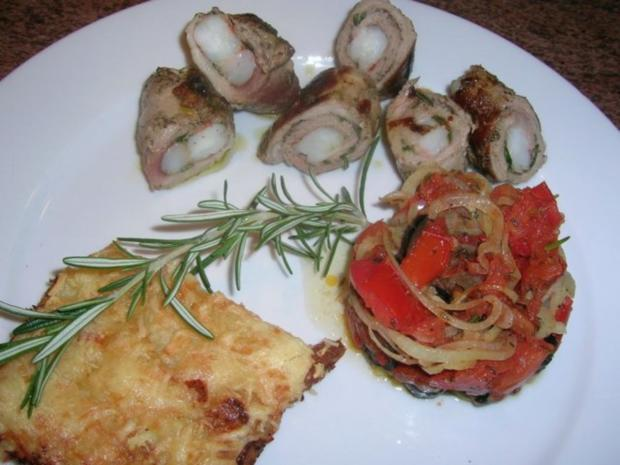 Involtini gefüllt m Riesengarnelen, Kartoffelgratin mit Rosmarin+ Oliven-Tomaten-Türmchen - Rezept - Bild Nr. 2