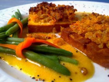 Räuchertofu mit Schalottenkruste in Senf-Orangen-Sauce - Rezept