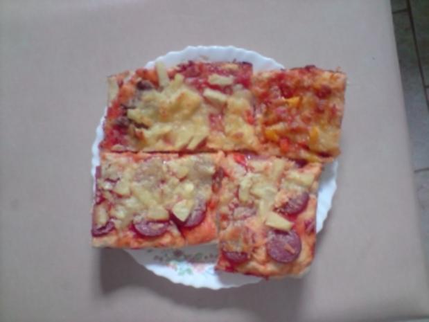 Partypizza mit mehreren Belägen auf dünnem Italienischen Teig - Rezept