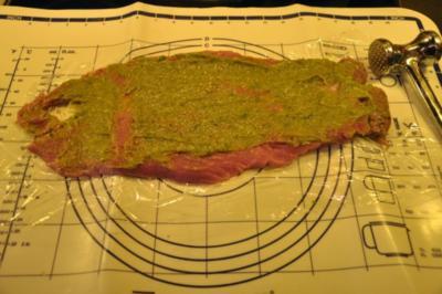 Schweinelende im Semmelknödelmantel mit Pilzsauce - Rezept