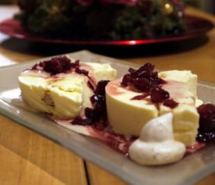 Rezept: Kardamom-Zimt-Parfait mit Maronensauce und Cranberries