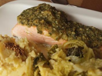 Rezept: Krustenlachs a la Lanka mit Rahmwirsing, Kartoffelbrei und Senfbutter
