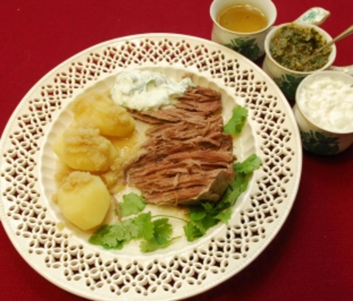 Tafelspitz mit drei Soßen und gelben Heidekartoffeln (Barbara Herzsprung) - Rezept Eingereicht von Das perfekte Promi Dinner