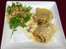 Lachs- und Hackfleischrollen, Chinakohl-Salat mit Mie-Nudeln und Mandelblättchen - Rezept