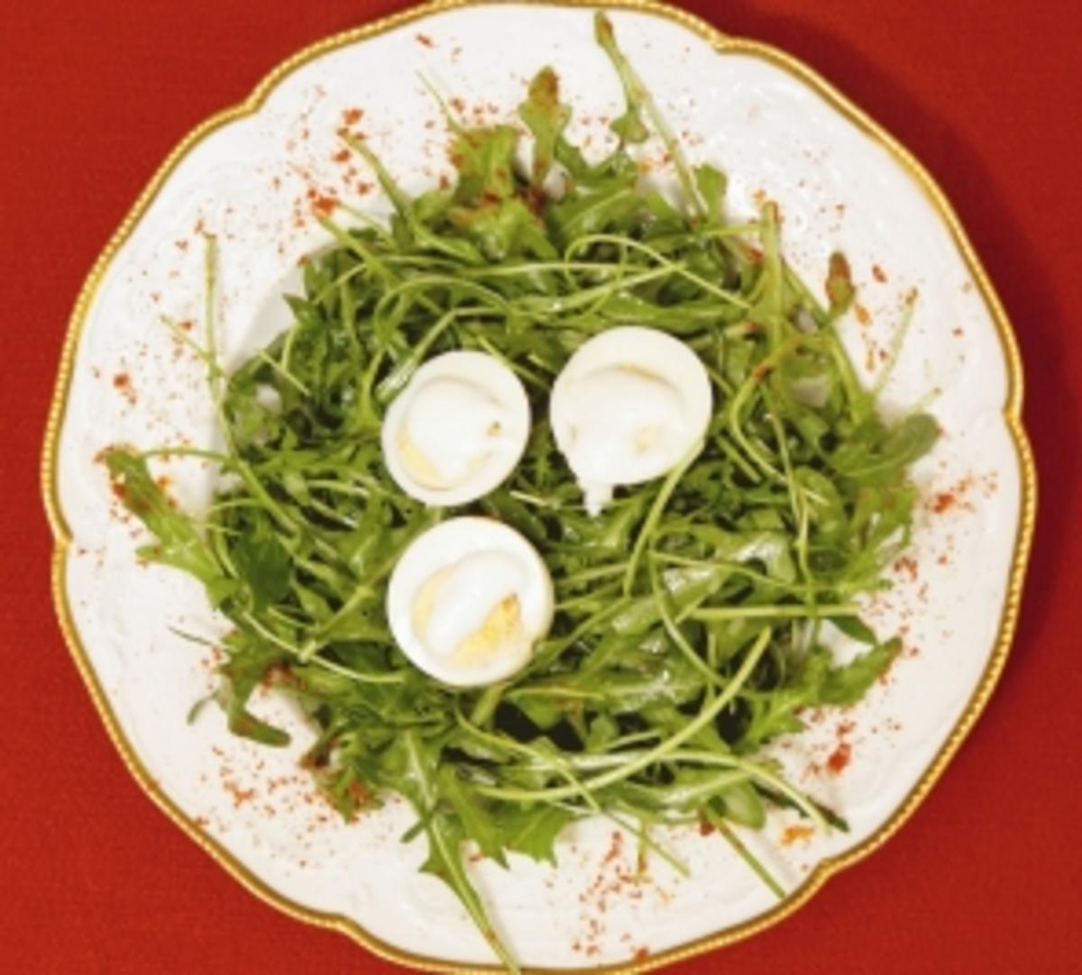 Hart gekochte eier mit knoblauchcreme und rucola joy fleming rezept - Eier hart kochen ...