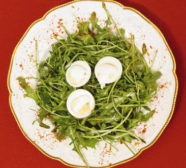 Hart gekochte Eier mit Knoblauchcreme und Rucola (Joy Fleming) - Rezept