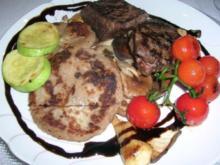 Hirsch-Steaks mit gemischten Pilzen an Walnuss-Kartoffelplätzchen - Rezept
