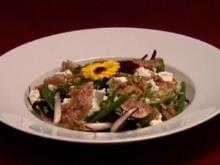 Wildkräutersalat mit allerlei Köstlichem (Aline Hochscheid) - Rezept