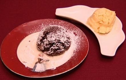 Heiß und Kalt - Coulant au Chocolat und Mangoeis (Aline Hochscheid) - Rezept