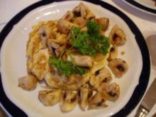 Rührei mit Champignons auf Toast - Rezept