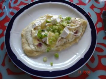 Sauerrahmfladen mit Speck und Käse - Rezept