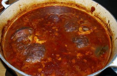 Rezept: Beinscheiben mit Gemüsesauce                               (Ternera en cazuela con salsa)
