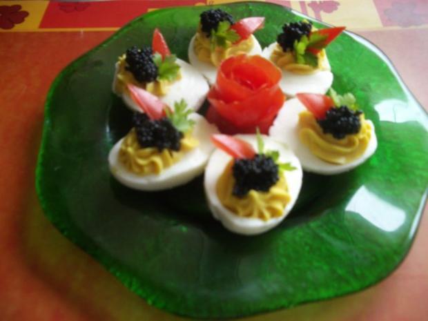 gef llte eier mit kaviar rezept mit bild. Black Bedroom Furniture Sets. Home Design Ideas