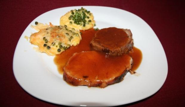 Zweierlei vom Fleisch mit Erbsen auf Pommes Duchesse - Rezept