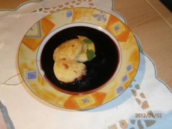 Holunderbeersuppe mit karamellisierten Knödel- und Apfelscheiben - Rezept