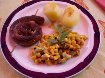 Bratwurstschnecke mit Zucchini-Mais-Gemüse und Kartoffeln - Rezept