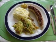 Bratwurst mit gebratenem Wirsing und Kartoffelpüree - Rezept