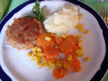 Buletten mit Kartoffelpüree und Möhren-Mais-Gemüse - Rezept