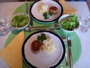 Buletten mit Kartoffelpüree und Kopfsalat - Rezept