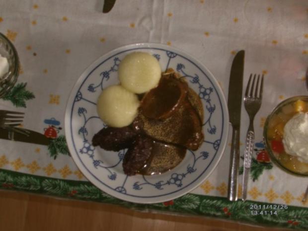 Rinderfilet mit Bratensoße, Herzoginkartoffeln und Rotkohl - Rezept - Bild Nr. 6