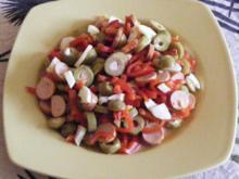 Eier-Paprika-Wiener-Salat mit Oliven - Rezept