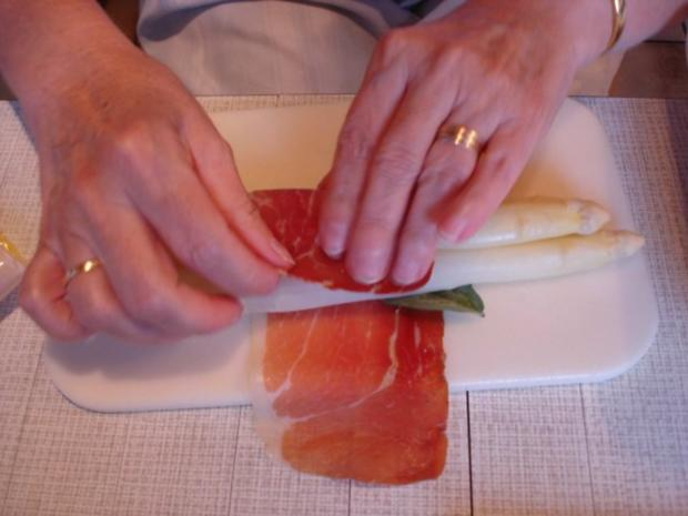 Spargel mit Schinken, Salbei und Parmesan - Rezept - Bild Nr. 10