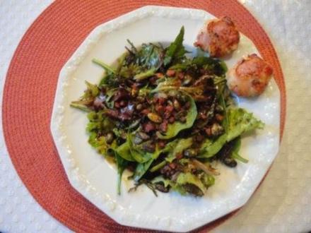Blattsalat mit Ziegenfrischkäse im Speckmantel - Rezept