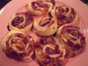Camembert-Preiselbeer-Blätterteigschnecken; Fingerfood, Fastfood, pikanter Snack - Rezept