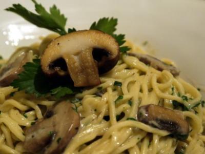 Spaghetti mit Cognac-Champignons - Rezept