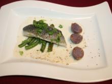 Gedämpfter Wolfsbarsch mit grünen Bohnen und lila Kartoffeln auf Weißwein-Vanille-Soße - Rezept