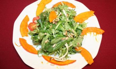 """Salat mit Kürbis und gerösteten Sonnenblumenkernen an Soße """"Wilde Hilde"""" - Rezept"""