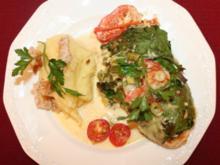 Delikates Hähnchenfilet in Spinatmantel mit Kartoffelpüree und geröstetem Brot - Rezept