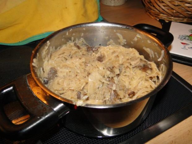 Gebratener Karpfen mit Sauerkraut und Steinpilzen Polnischer Art von Hundefreundin Mailo - Rezept - Bild Nr. 3