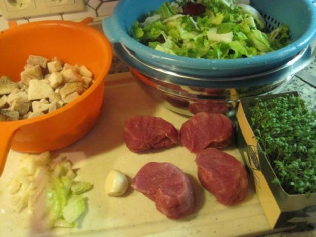 Schweinefilet mit Steinpilzen und Blattsalat - Rezept - Bild Nr. 2