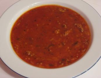 Pikante Tomatensuppe mit Tatar - Rezept