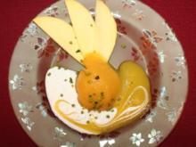 Mangosorbet mit Joghurtvanillesoße und Mangosoße, verfeinert mit Pistaziensplittern - Rezept
