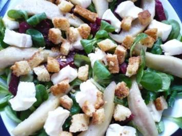 Feldsalat mit Brie und Honigbirne - Rezept