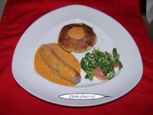 Frische grobe Bratwurst mit selbstgemachter Currysoße und Rösti aus rohen Kartoffeln - Rezept