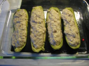 Gefüllte Zucchini mit Tomatensauce und Naturreis - Rezept
