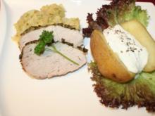 Salzbraten mit Senfkruste an Wirsinggemüse und Folienkartoffel mit Kräuterquark - Rezept