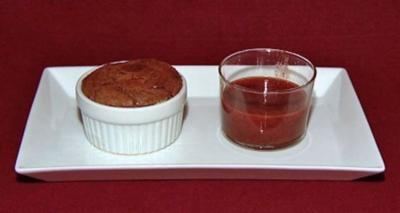 Halbflüssiger Schokokuchen mit Erdbeeren und Vanilleeis (Miriam Pede) - Rezept