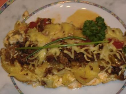 Kartoffel-Auflauf mit Hack und Tomaten - Rezept