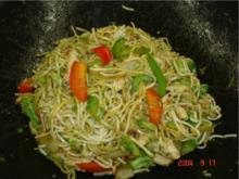 Gebratene Nudeln mit Putenbrustfilet und Gemüse - Rezept