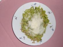 Nudeln mit selbstgemachtem Basilikumpesto - Rezept