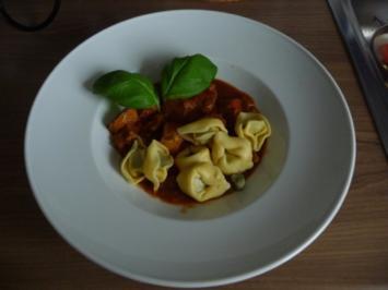 Resteverwertung* : ...meines Zwiebelgulasch dazu Spinat-Tortellini - Rezept